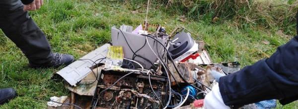 Decenas de residuos recogidos en las charcas de Ulía Cristina Enea Fundazioa