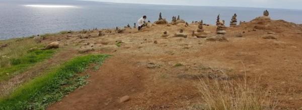 La moda de apilar piedras perjudica a especies de flora y fauna Cristina Enea Fundazioa